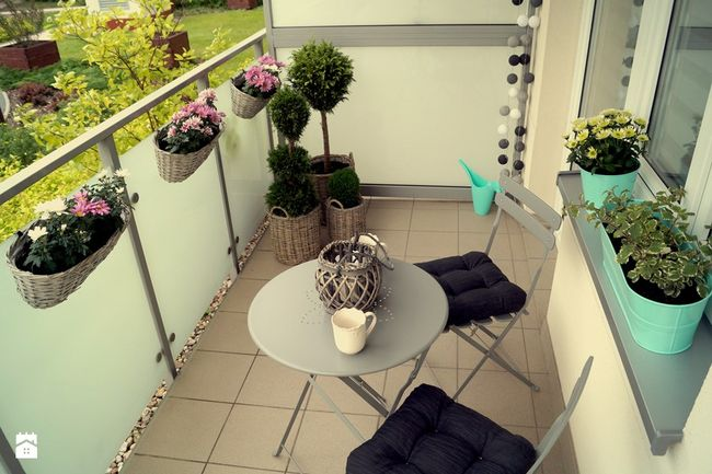 Romantyczna aranżacja balkonu