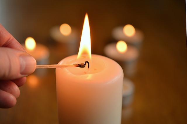 Rytualne świeczki na wywoływanie duchów