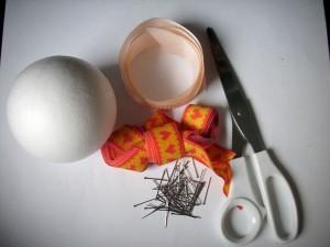 bombki ze wstążek przygotowanie materiałów