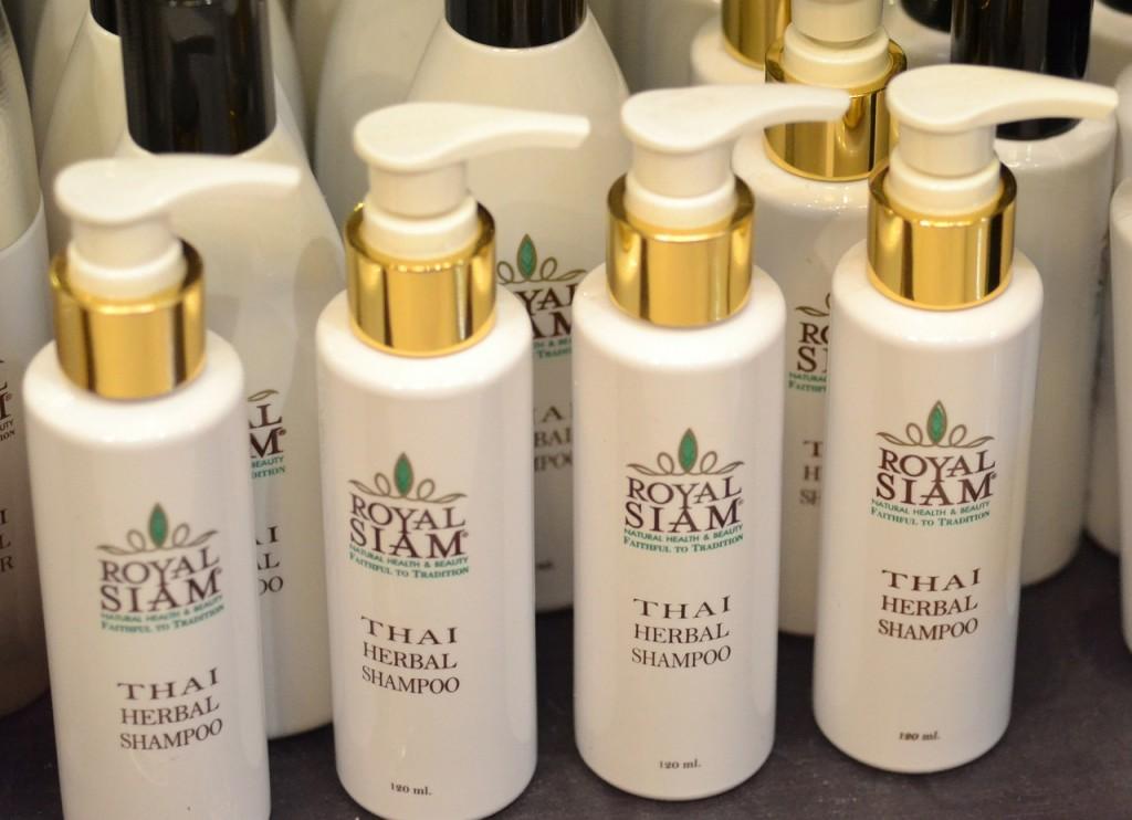 olejowanie-kreconych-wlosow-szampon