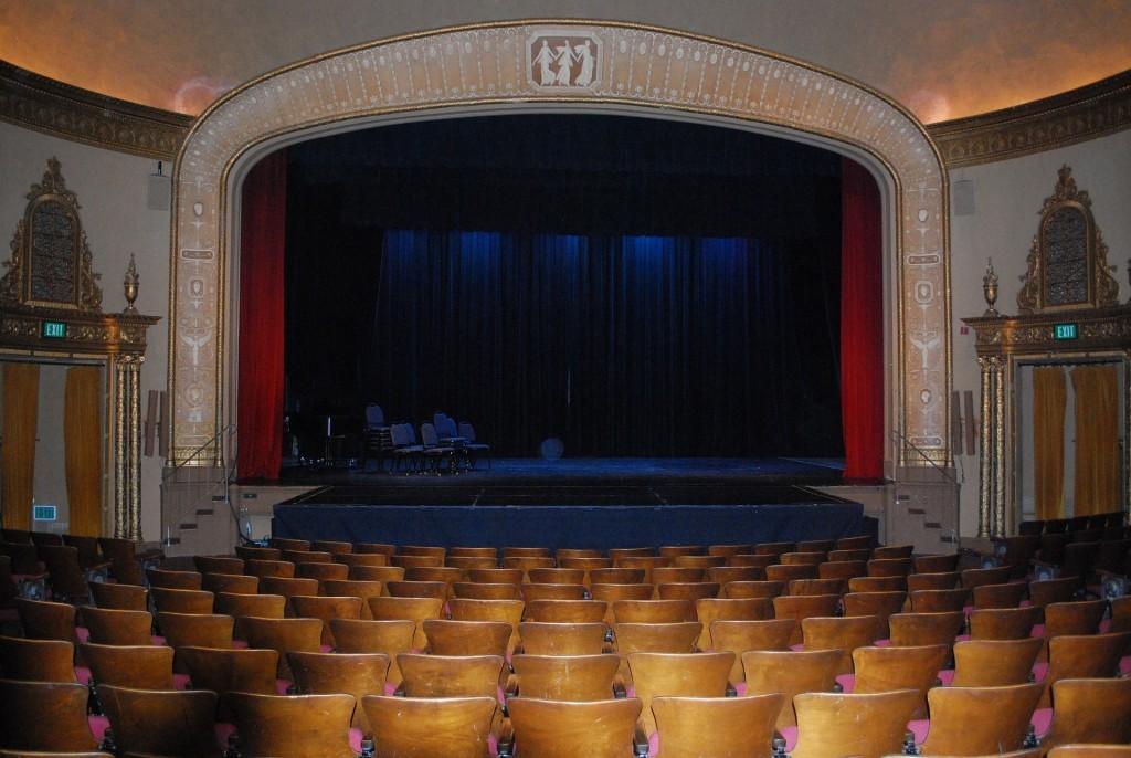 Jak się ubrać do teatru?