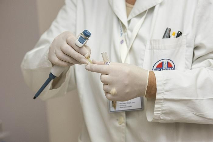 dermatolog leczy łuszczyce