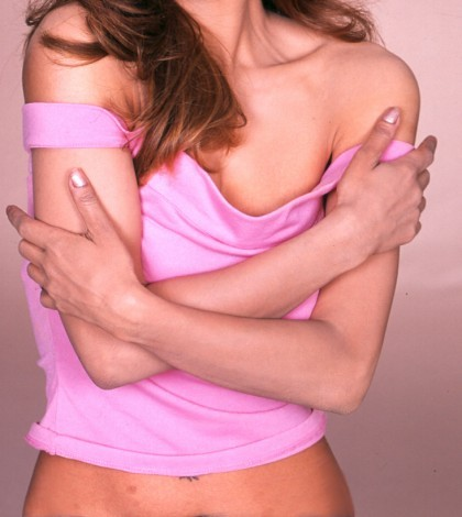 Kobieta w różowej koszulce