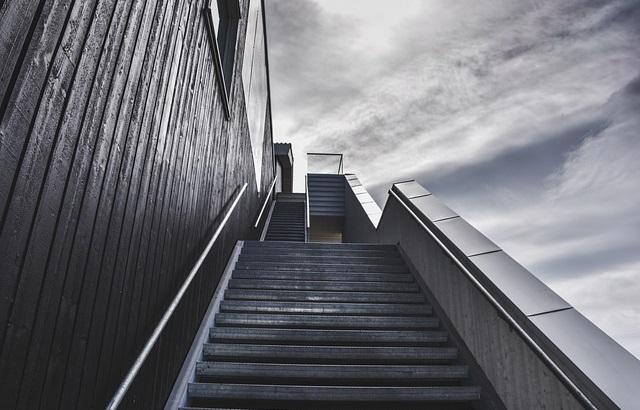 Schody prowadzące w górę