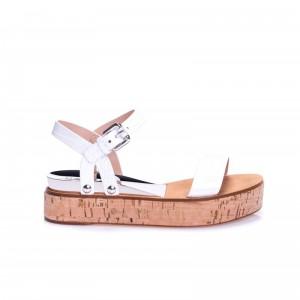 Białe sandałki na podeszwie z korka