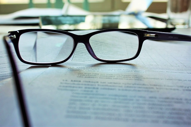 testament leżący na biurku