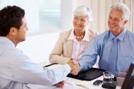 starsi ludzie, seniorzy, spotkanie z prawnikiem, prawnik, testament