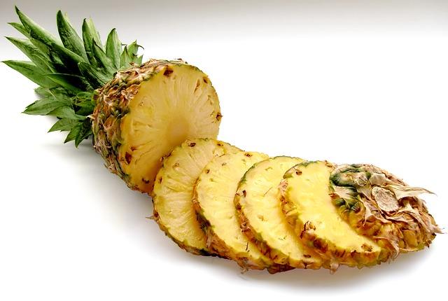 ananas pokrojony w plastry