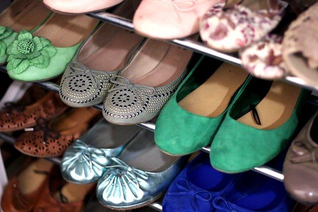 dużo par butów