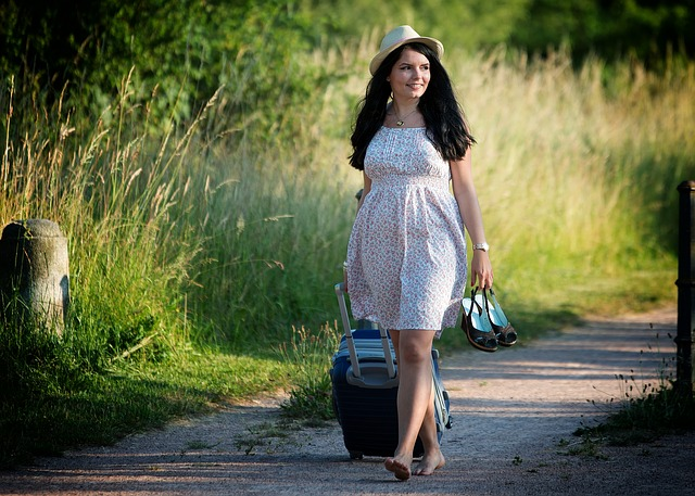 Kobieta w wyszczuplającej sukience