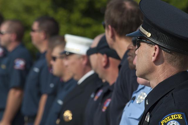 oficerowie policji na apelu