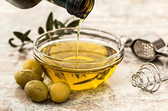 miseczka z oliwą z oliwek