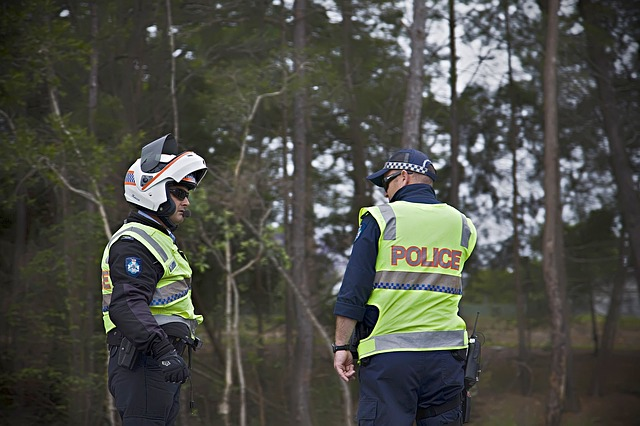 policjanci na patrolu