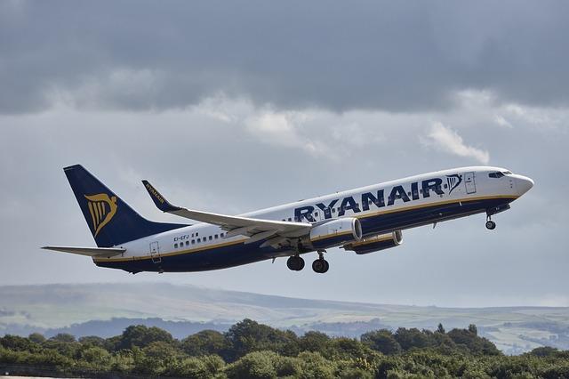 Samolot lini Ryanair startuje