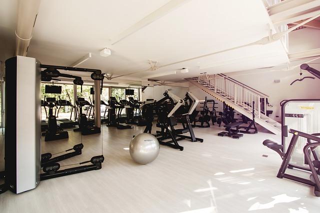 Sprzęt do ćwiczeń w klubie fitness