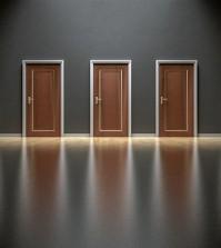 drzwi ściana
