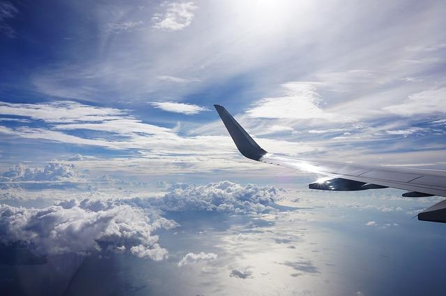 Oszczędzaj na biletach lotniczych i lataj tanio po świecie