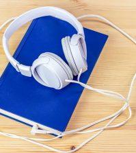 audiobook ze słuchawkami