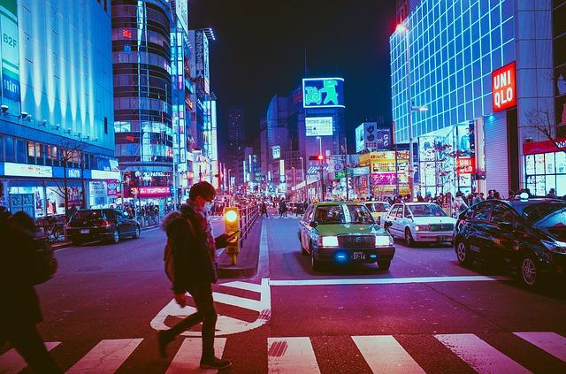 japońskie miasto nocą