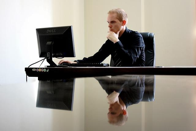 biznesmen na stanowisku pracy