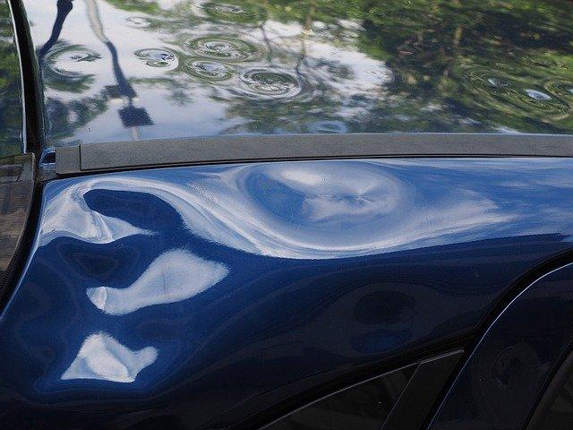 Wgniecenia w samochodzie