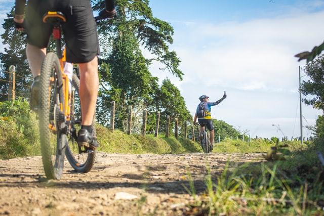 Rowerzyści w trasie