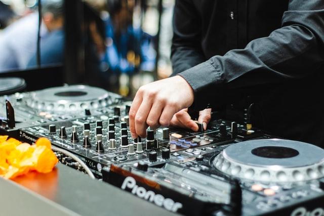 Konsola DJ-ska