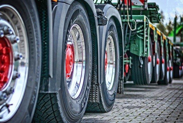 Koła dużych ciężarówek