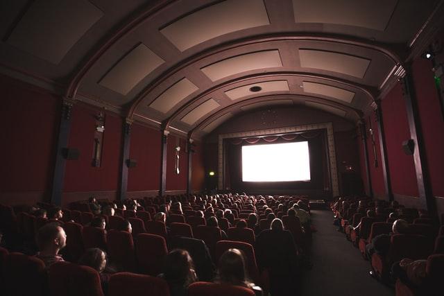 Seans filmowy w kinie